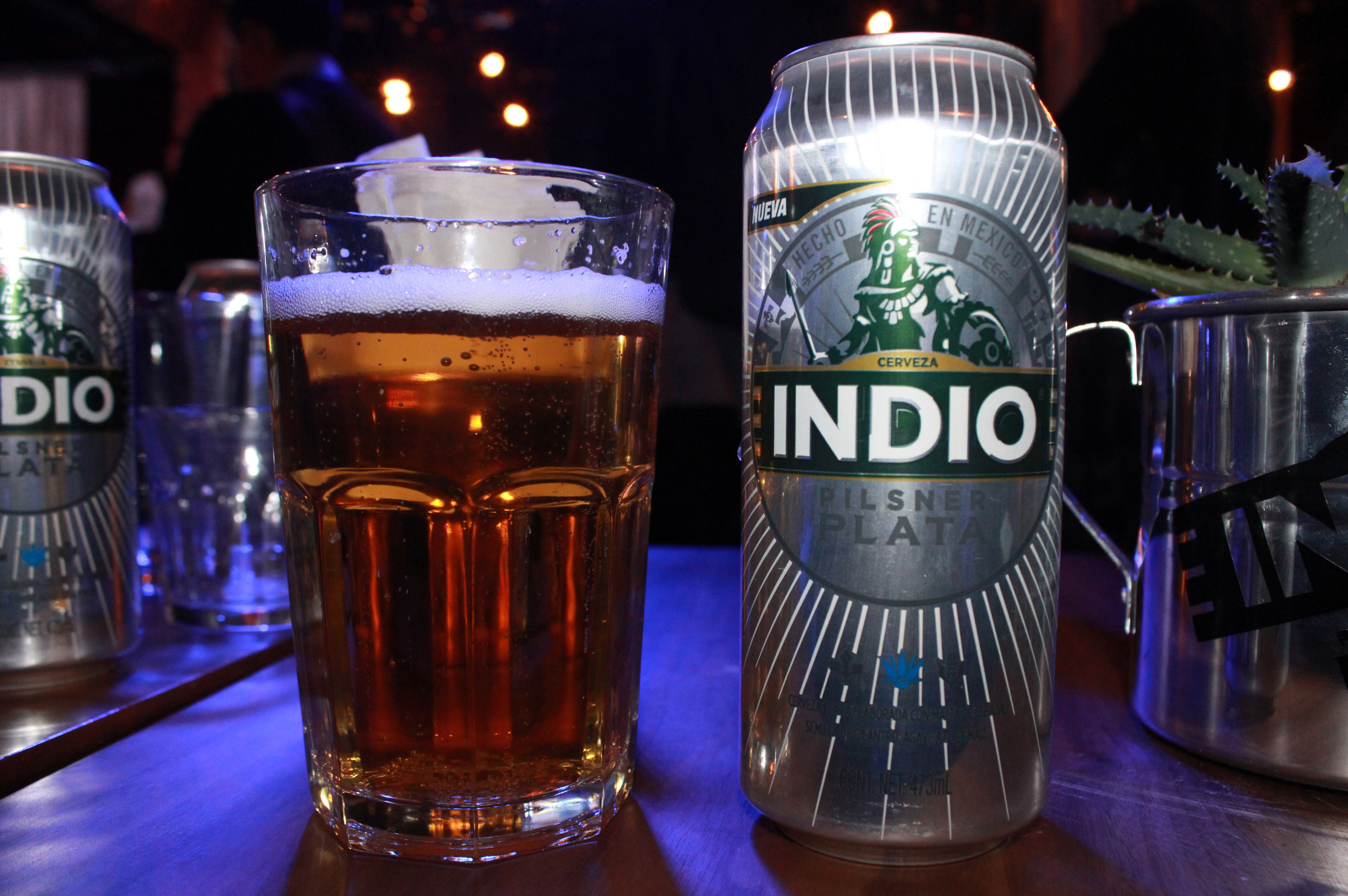 http://cervecerosdemexico.com/wp-content/uploads/2017/06/Indio-Pilsner-Plata.jpg